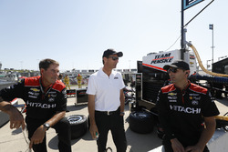 Josef Newgarden, Team Penske Chevrolet Tim Cindric and crew