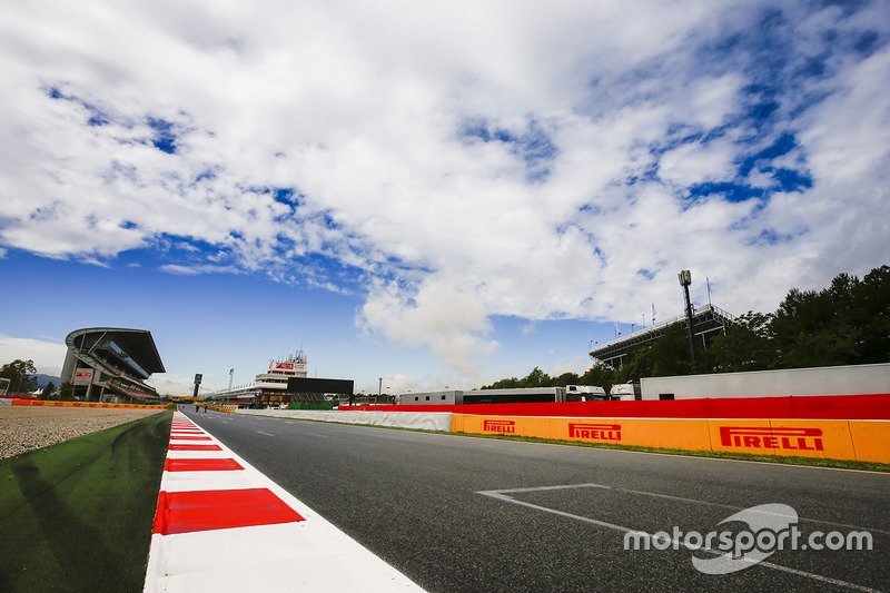 Clouds over the main straight and grandstand
