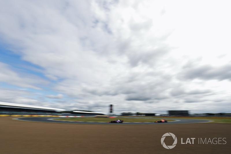 Daniil Kvyat, Scuderia Toro Rosso STR12, Max Verstappen, Red Bull Racing RB13