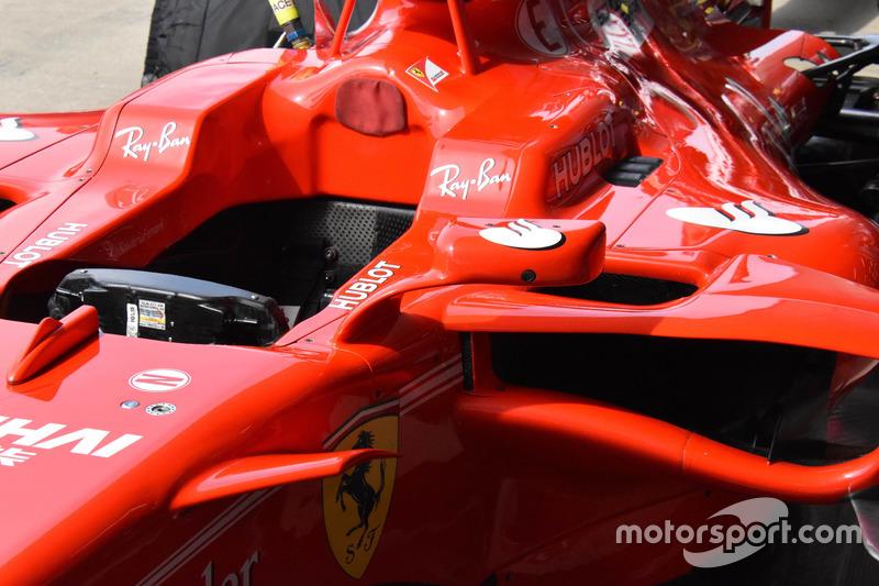 Spiegel van de Ferrari SF70H van Kimi Raikkonen