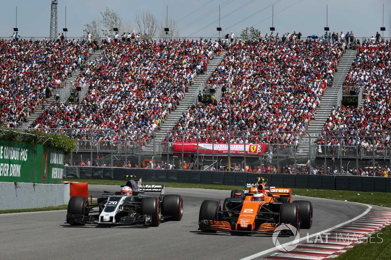 Kevin Magnussen, Haas F1 Team VF-17, Stoffel Vandoorne, McLaren MCL32