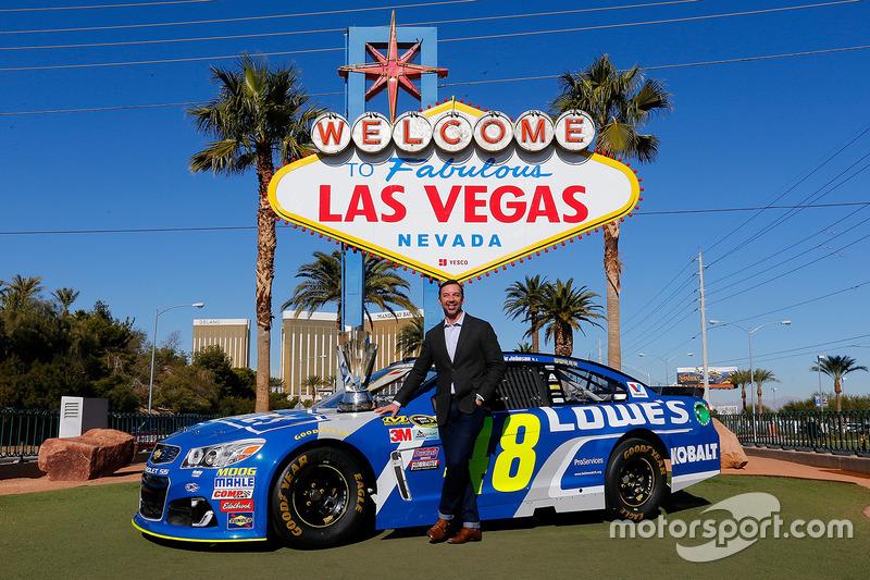Jefe de equipo Chad Knaus, frente al anuncio de bienvenida de Las Vegas