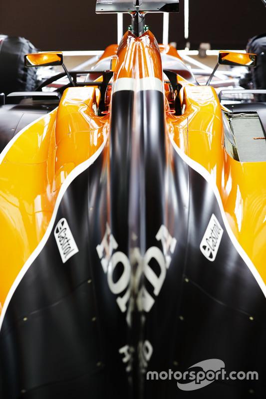 Stoffel Vandoorne, McLaren, detalle de cubierta de motor