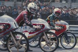 Angel Nieto, Bultaco 50cc, et Eugenio Lazzarini, Kreidler