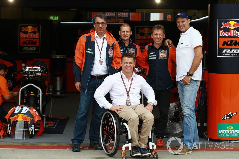 Акі Айо, колишній гонщик, Штефан Пірер, директор KTM, Піт Байєр, керівник заводського гоночного підр