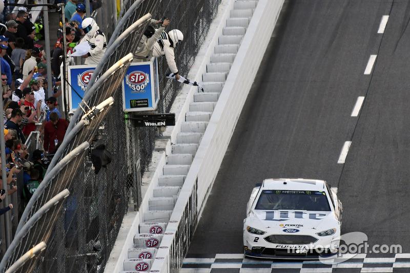 Brad Keselowski, Team Penske Ford se lleva la victoria