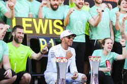 Race winner Lewis Hamilton, Mercedes AMG F11