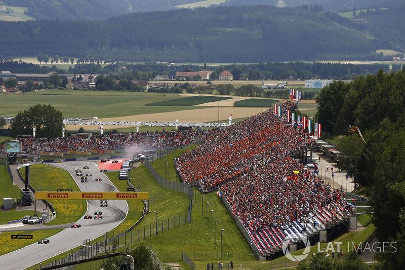 Валттери Боттас, Mercedes AMG F1 W08, Себастьян Феттель, Ferrari SF70H, Даниэль Риккардо, Red Bull Racing RB13, Кими Райкконен, Ferrari SF70H, Ромен Грожан, Haas F1 Team VF-17; столкновение Даниила Квята, Scuderia Toro Rosso STR12, Макса Ферстаппена, Red Bull Racing RB13, Фернандо Алонсо, McLaren MCL32