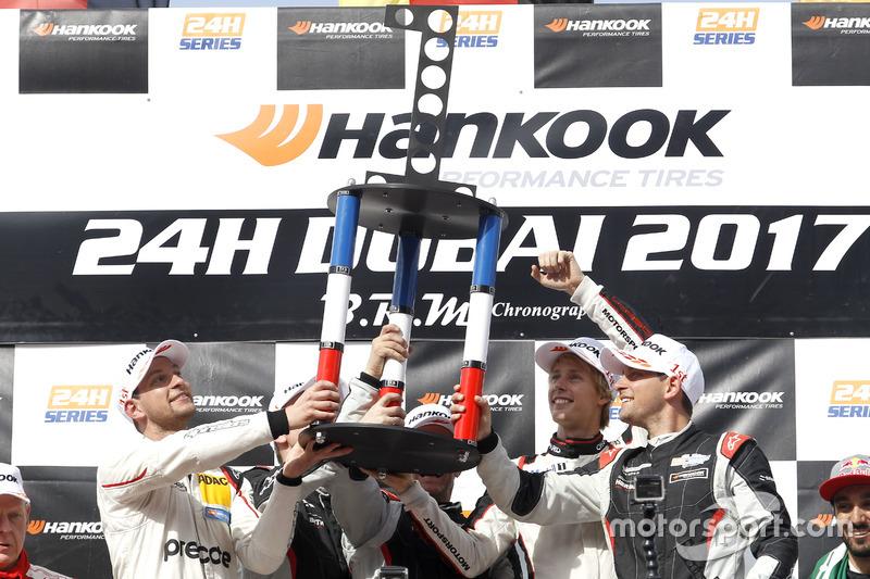 Podio: ganador de la carrera #911 Herberth Motorsport Porsche 991 GT3 R: Daniel Allemann, Ralf Bohn,