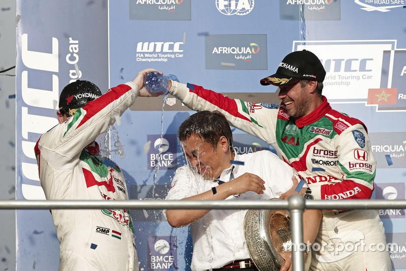 Podium: Tiago Monteiro, Honda Racing Team JAS, Honda Civic WTCC and Norbert Michelisz, Honda Racing Team JAS, Honda Civic WTCC