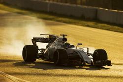 Felipe Massa, Williams FW40, locks-up a wheel