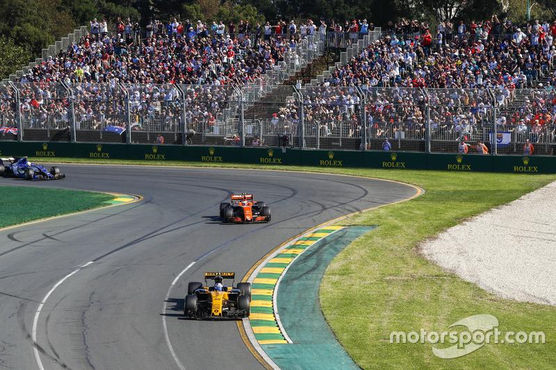 Jolyon Palmer, Renault Sport F1 Team RS17; Stoffel Vandoorne, McLaren MCL32