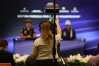 Cameraman nella conferenza stampa
