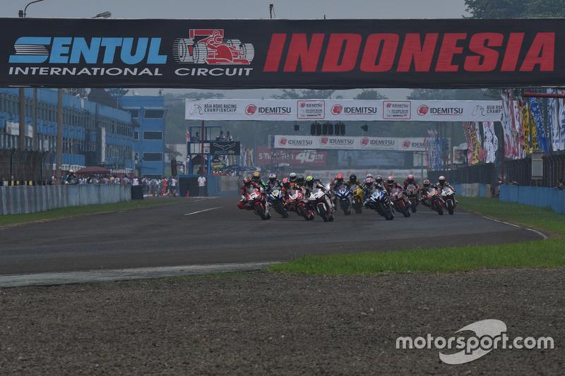 Aksi start SuperSports 600cc di ARRC Indonesia 2017