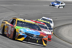 Kyle Busch, Joe Gibbs Racing Toyota, Landon Cassill, Front Row Motorsports Ford