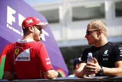 Sebastian Vettel, Ferrari y Valtteri Bottas, Mercedes AMG F1