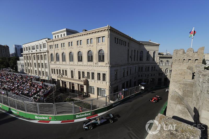 En el circuito de Bakú, hay ocho curvas de 90 grados.