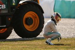 Льюіс Хемілтон, Mercedes AMG F1 W07 Hybrid сходить через відмову двигуна