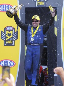 Funny Car pemenang Tommy Johnson Jr.