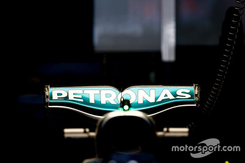 Mercedes AMG F1 W07 Hybrid, arka kanat
