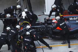 Jenson Button, McLaren MP4-31 pit stop