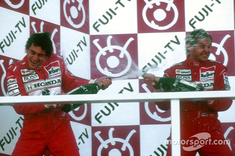 Подіум: переможець гонки Герхард Бергер і новоспечений триразовий чемпіон світу Айртон Сенна