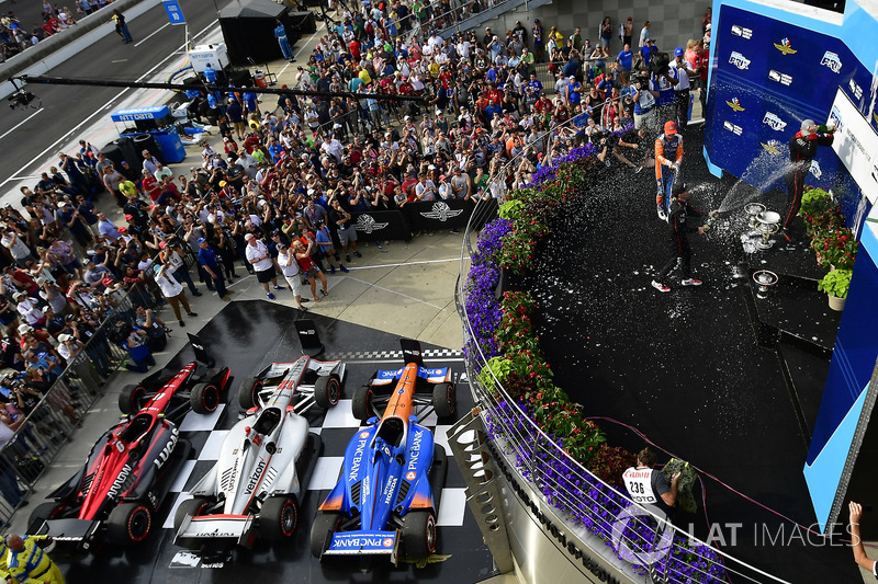 6. La ceremonia de premios de la IndyCar en Indianápolis, con Scott Dixon, Robert Wickens y Will Power