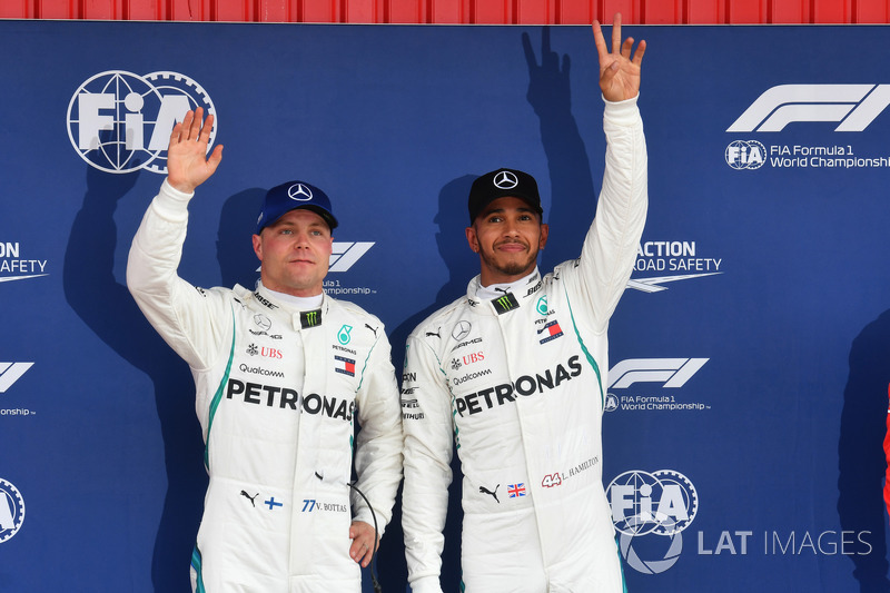 Valtteri Bottas, Mercedes-AMG F1 y Lewis Hamilton, Mercedes-AMG F1 celebra en parc ferme