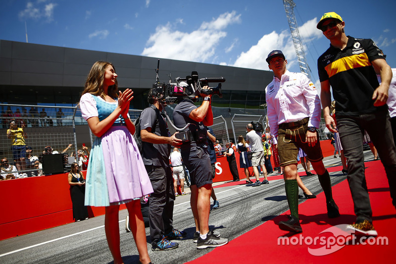 Grid Girls in national costume flank the drivers parade as Max Verstappen, Red Bull Racing, and Nico Hulkenberg, Renault Sport F1 Team, pass