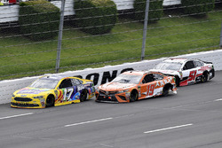 Ricky Stenhouse Jr., Roush Fenway Racing, Ford Fusion Little Hug Fruit Barrels, Daniel Suarez, Joe G