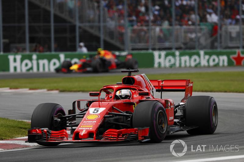 Sebastian Vettel, Ferrari SF71H, devant Max Verstappen, Red Bull Racing RB14