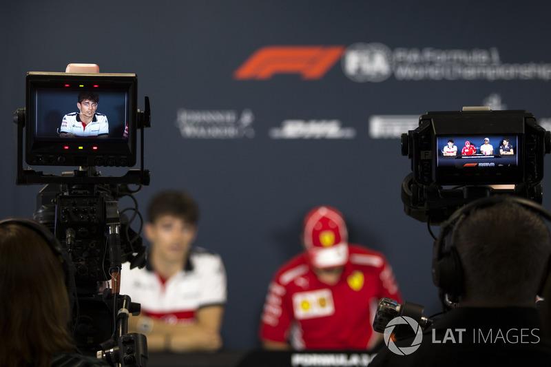 Charles Leclerc, Sauber  lors de la conférence de presse