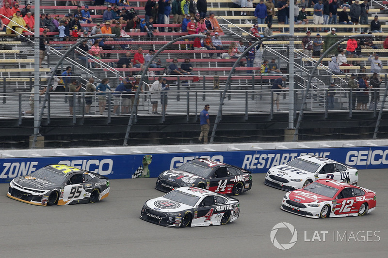 Kevin Harvick, Stewart-Haas Racing, Ford Fusion Jimmy John's Kasey Kahne, Leavine Family Racing, Che