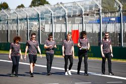 Caminando por la pista Kevin Magnussen, Haas F1 Team