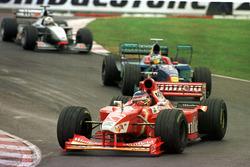 Jacques Villeneuve, Williams, Jean Alesi, Sauber, y David Coulthard, McLaren Mercedes