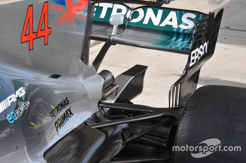 Mercedes W08: Heckflügel