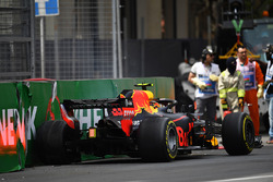 Max Verstappen, Red Bull Racing RB14 crashes