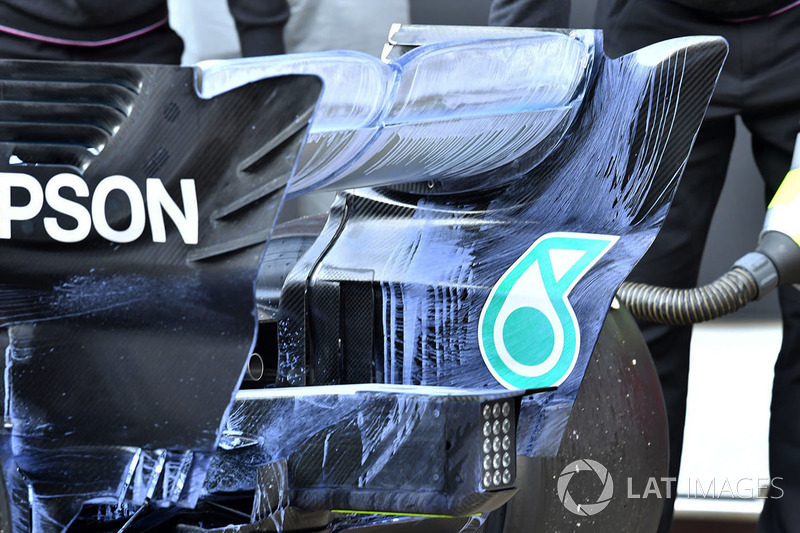 Mercedes-AMG F1 W09, hátsó szárny, részlet, aerofestékkel