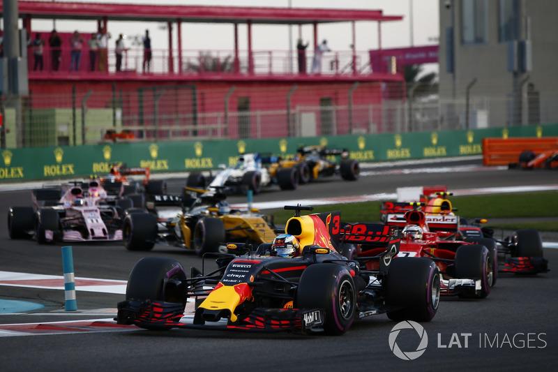 Daniel Ricciardo, Red Bull Racing RB13, Kimi Raikkonen, Ferrari SF70H, Max Verstappen, Red Bull Racing RB13, Nico Hulkenberg, Renault Sport F1 Team RS17 au départ
