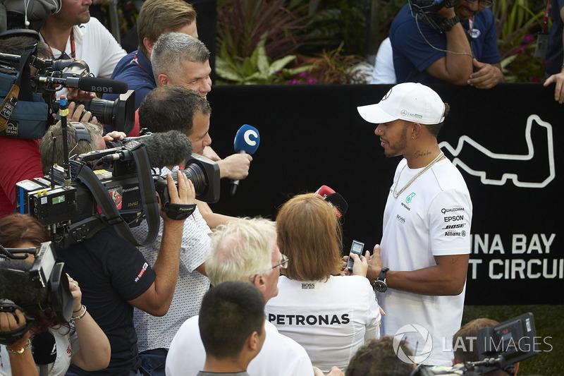Lewis Hamilton, Mercedes AMG F1, gibt Interviews