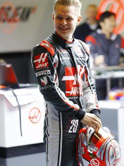 Kevin Magnussen, Haas F1 Team, in garage