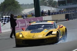#63 Corvette Racing-GM Chevrolet Corvette C7.R: Jan Magnussen, Antonio Garcia, Jordan Taylor finishes with damage
