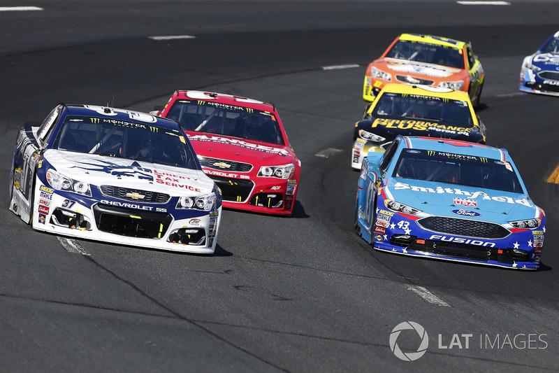Chris Buescher, JTG Daugherty Racing Chevrolet Aric Almirola, Richard Petty Motorsports Ford