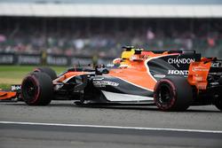 Stoffel Vandoorne, McLaren MCL32, Daniel Ricciardo, Red Bull Racing RB13