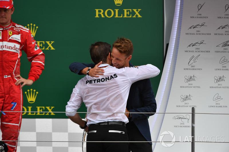 Peter Bonnington, Mercedes AMG F1 ingeniero de carrera Jenson Button, McLaren en el podio
