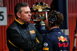 Mario Isola, Pirelli Racing Manager con Christian Horner, Red Bull Racing RB13 Team