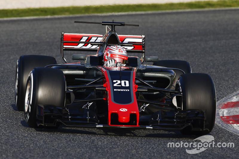 f1-barcelona-pre-season-testing-ii-2017-kevin-magnussen-haas-f1-team-vf-17