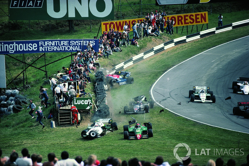 1984 - Eddie Cheever, Philippe Alliot, Stefan Johansson, Jo Gartner first lap crash