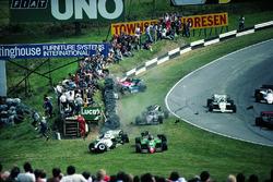 Eddie Cheever, Philippe Alliot, Stefan Johansson, Jo Gartner, crash on the first lap