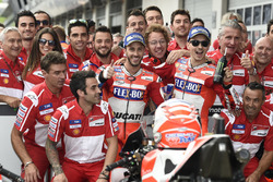 Andrea Dovizioso, Ducati Team, Jorge Lorenzo, Ducati Team with the team